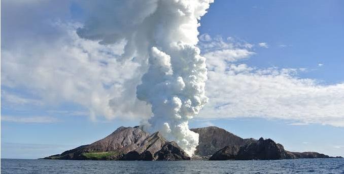 Gunung Berapi Selandia Baru Meletus