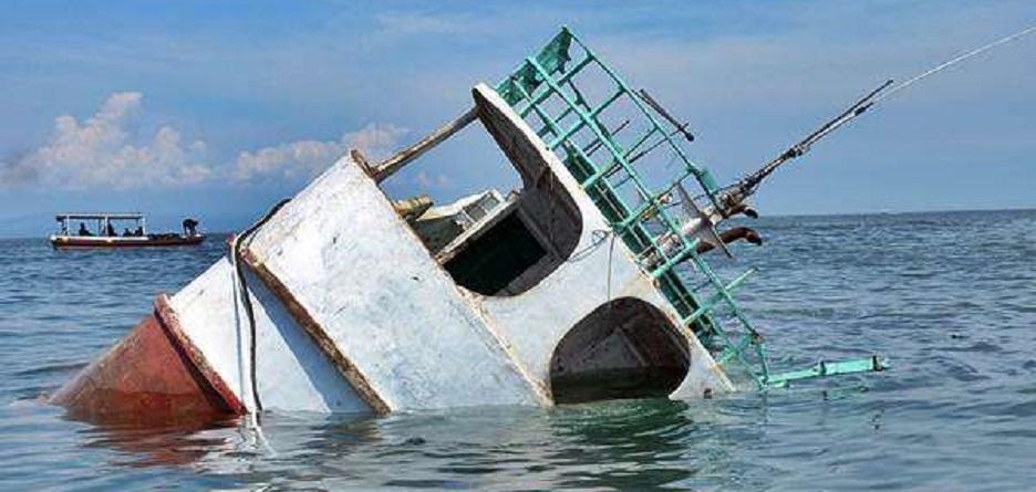 Dishub Selamatkan 12 ABK di Teluk Jakarta