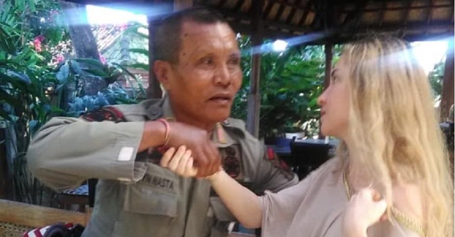 Di Bali, Turis Inggris Ngamuk dan Hendak Telanjang