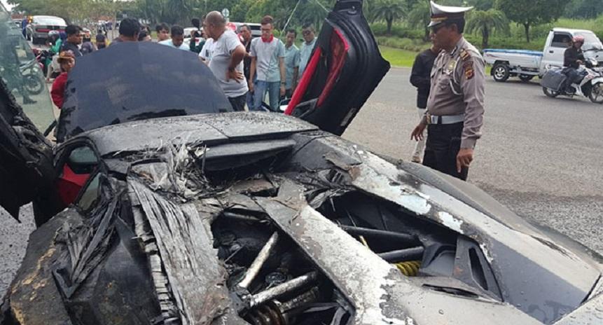 Lamborghini Aventador Milik Raffi Ahmad Terbakar