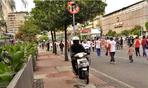 Agustus, Trotoar di Jakarta Disterilisasi