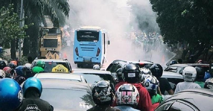 Transjakarta Mini Terbakar di Jatinegara