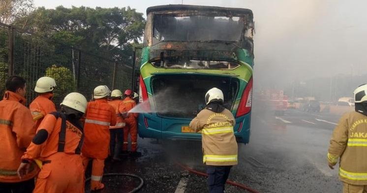 Bus Mekar Prima Terbakar di Tol Jelambar