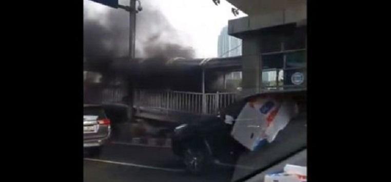 Halte Busway Semanggi Terbakar