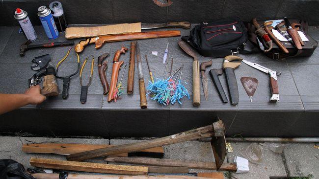 Bentrok Mesuji, Senpi Rakitan & Senjata Tajam Disita