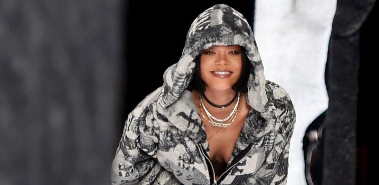 Rihanna Nyesal Kehilangan Keperawanan