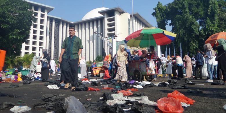 Ramadhan, Sampah Masjid Istiqlal Naik