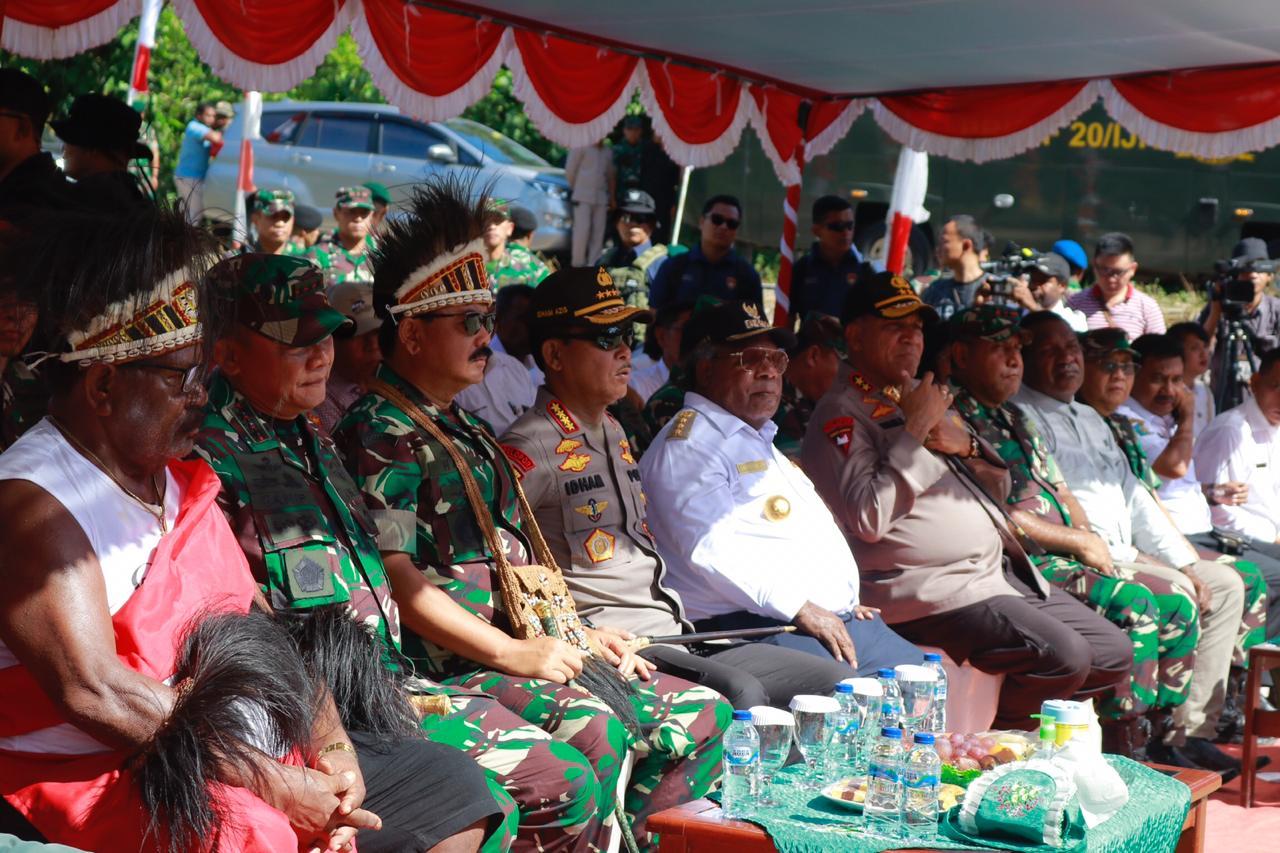 Masyarakat Timika Serahkan Lahan Pembangunan Kogabwilhan III kepada Panglima TNI dan Kapolri