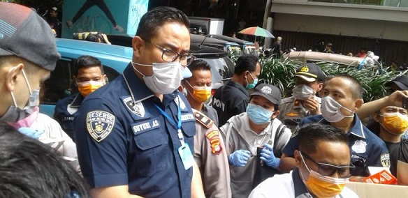 IPW : Bagi-Bagi Masker Ala Dirkrimum PMJ, Bahayakan Keselamatan Warga