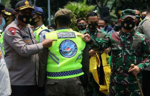 Kapolda Metro dan Pangdam Jaya Luncurkan Pebegak Disiplin Berbasis Komunitas Ojol