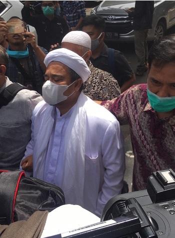 Takut Ditangkap Rizieq Menyerah ke Polda Metro