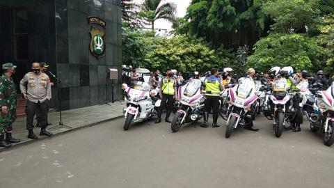 Dari Mapolda Metro Jaya, Kapolda bersama Pangdam Jaya Lepas Patroli Skala Besar Pengamanan Malam Nat