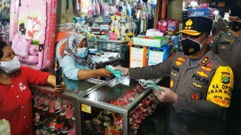Kapolda dan Pangdam Jaya Wujudkan Jakarta Bermasker di Pasar Wilayah Jakbar