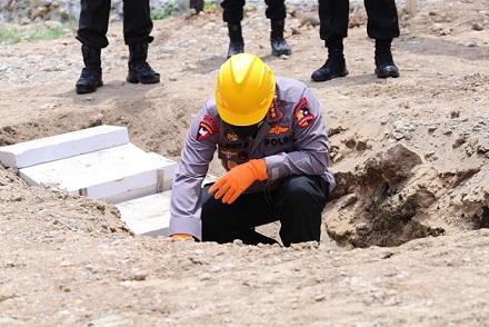 Kapolri & Gubernur Sulsel Resmikan Pembangunan Rumah Polisi Korban Gempa di Sulbar