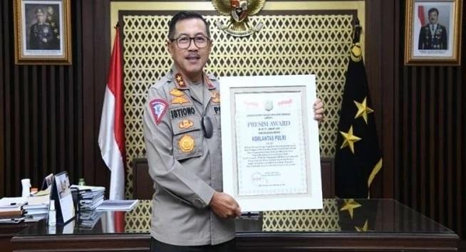 Woo.. Sukses ETLE & SIM Online KakorLantas Raih Presisi Award