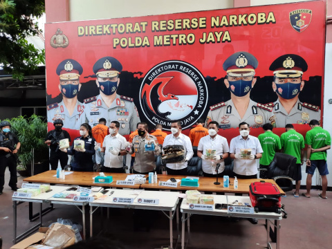 Tim Gabungan Ditresnarkoba Polda Metro dan Mabes Polri Amankan Sabu 5.900 Gram Sabu