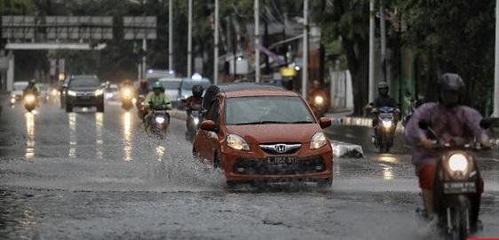 Hari Ini DKI Jakarta Hujan Lebat Disertai Kilat dan Petir