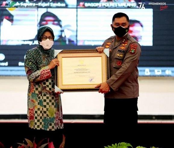 Hebat ! Selamatkan Uang Negara Kapolri & Kapolda Fadil Terima Penghargaan