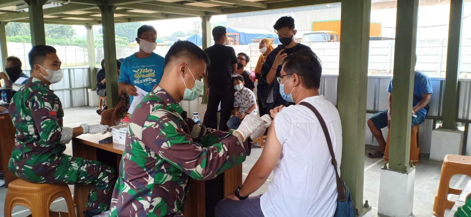 Koramil Pulogadung Kolaborasi dengan Food Station Gelar Vaksinasi Covid-19
