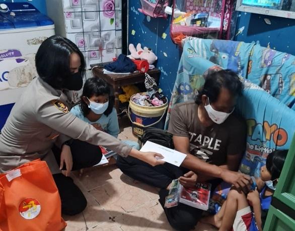 Polisi Santuni Anak Yatim Korban Covid-19