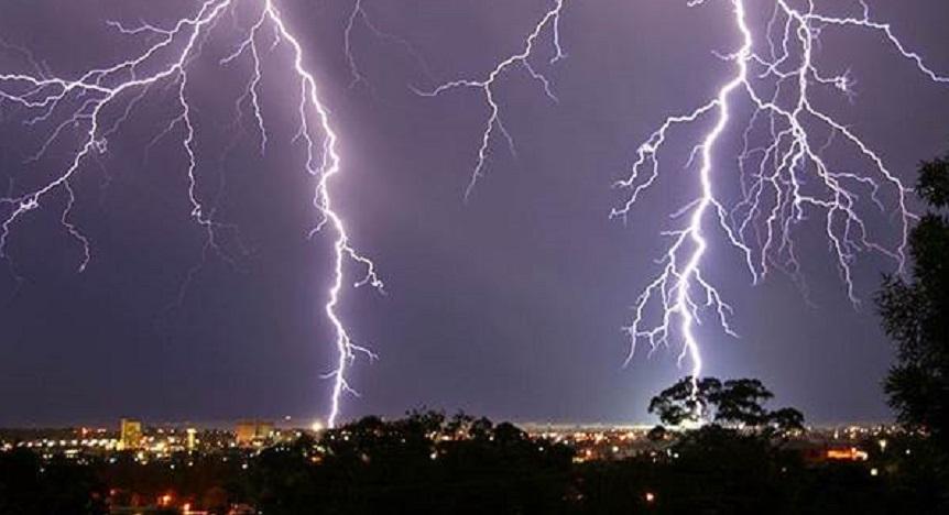 Waspada, Hujan Petir Sambar Jakarta Sekitarnya