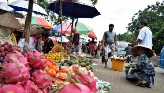 DPRD DKI Desak Gubernur Anies Bikin Tempat Khusus PKL