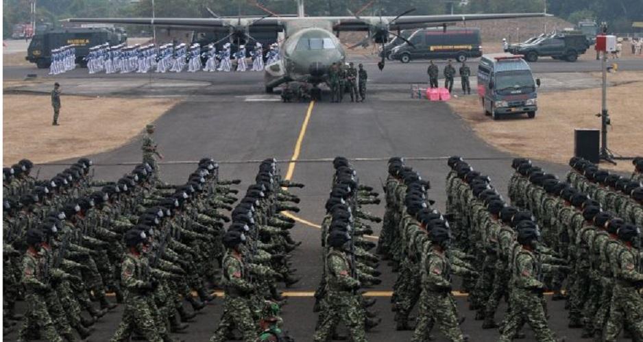 Presiden Jokowi Pimpin HUT ke-74 TNI