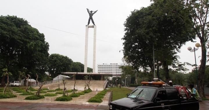 Renovasi Lapangan Banteng Molor