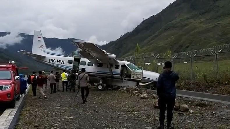 Pesawat Demonim Air Terpelosok di Bandara Mulia