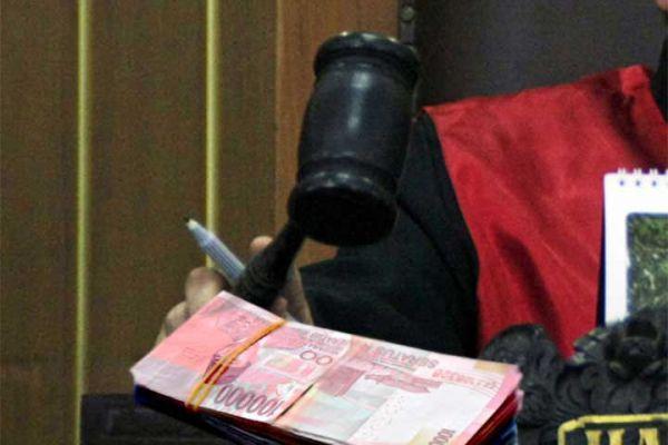 Uang Ketok Palu Tradisi di DPRD Sumut