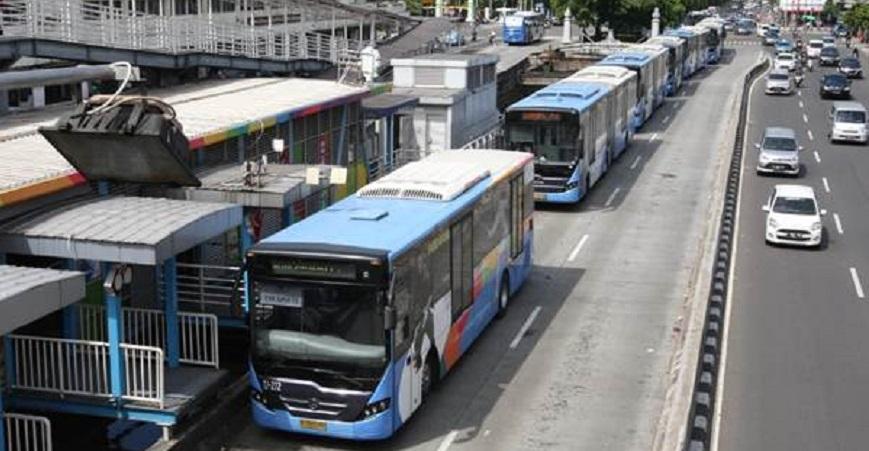 Tabrak Separator, TransJakarta Rusak