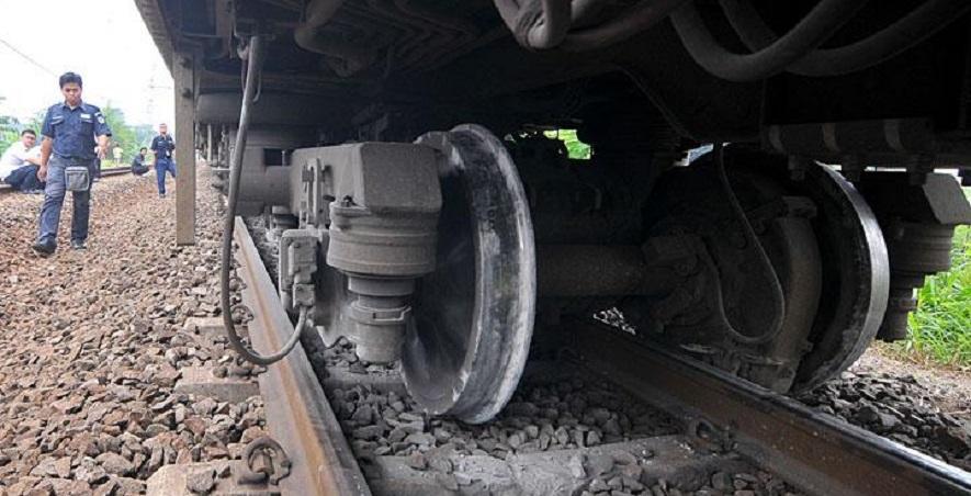 Kereta Api Tabrak Terios, 7 Tewas