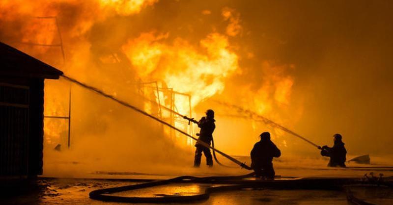 Lapak Pedagang Pisang Depok Terbakar
