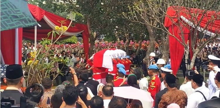 Khidmat,  Prosesi Pemakaman Habibie