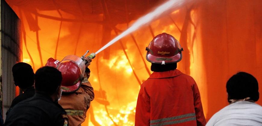 4 Lantai Gedung Kemenkumham Dilalap Api