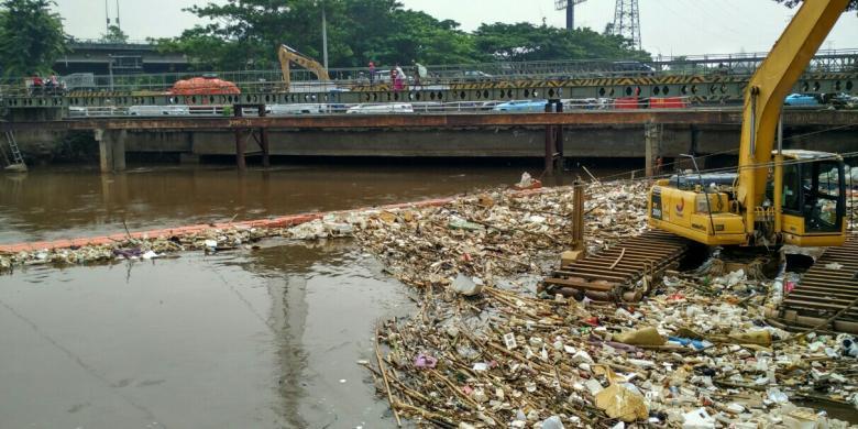 Janji Politik Anies Soal Naturalisasi Sungai Cuma Omdo