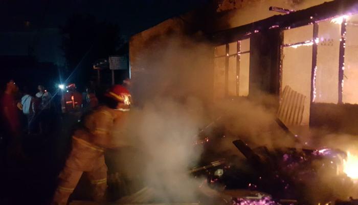 Tujuh Rumah Kontrakan Ludes Terbakar