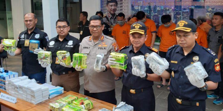 Warga Malaysia Kirim Paket Mesin Ice Maker Isi Sabu