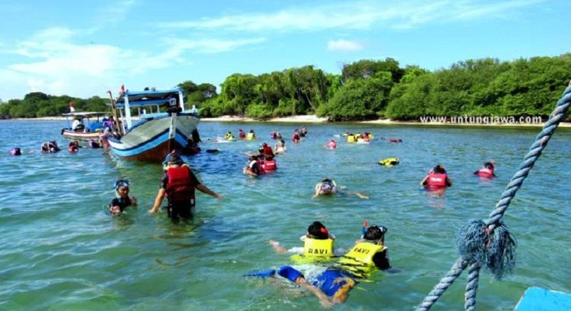 Pulau Untung Jawa Dipadati Wisatawan