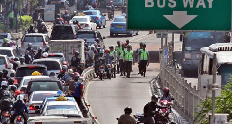 Kini, Tak ada Ampun Bagi Penerobos Jalur Busway