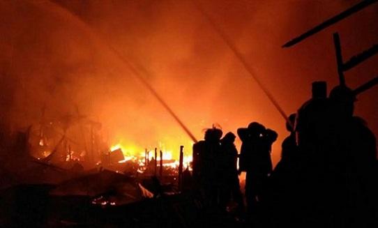 12 Rumah di Pulogadung Ludes Dilalap Api