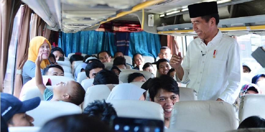 Presiden Jokowi Mendadak Sapa Pemudik di Terminal Bogor