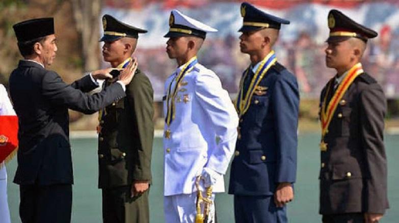 Presiden Jokowi Lantik 724 Perwira TNI-Polri