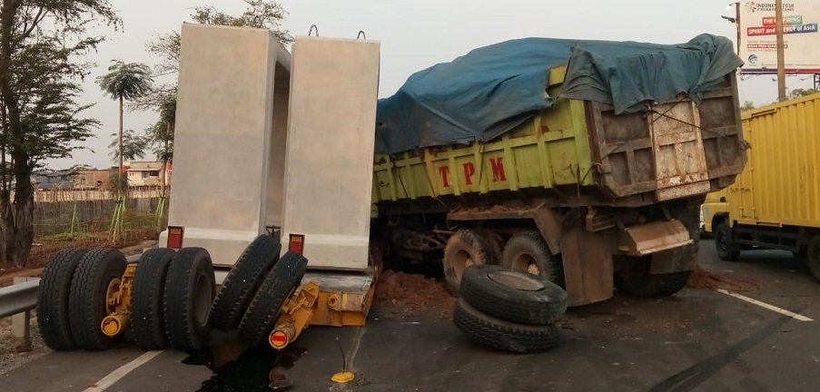 Kecelakaan Beruntun di Tol Arah Bandara Soetta