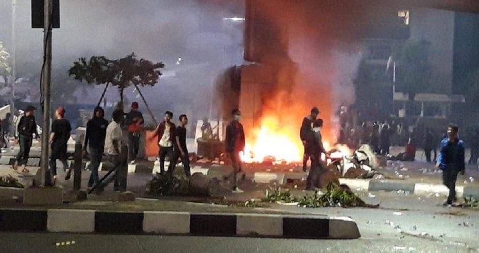 Rusuh DPR, 39 Polisi Cedera 254 Mahasiswa Dilarikan ke RS