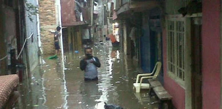 Cileungsi Meluap, Ratusan Rumah di Bogor & Bekasi Kebanjiran
