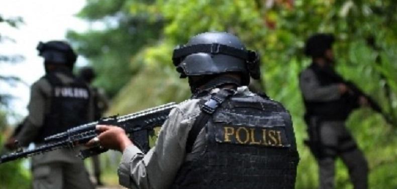 Diberondong Tembakan, Polisi & Kepala Distrik Tewas
