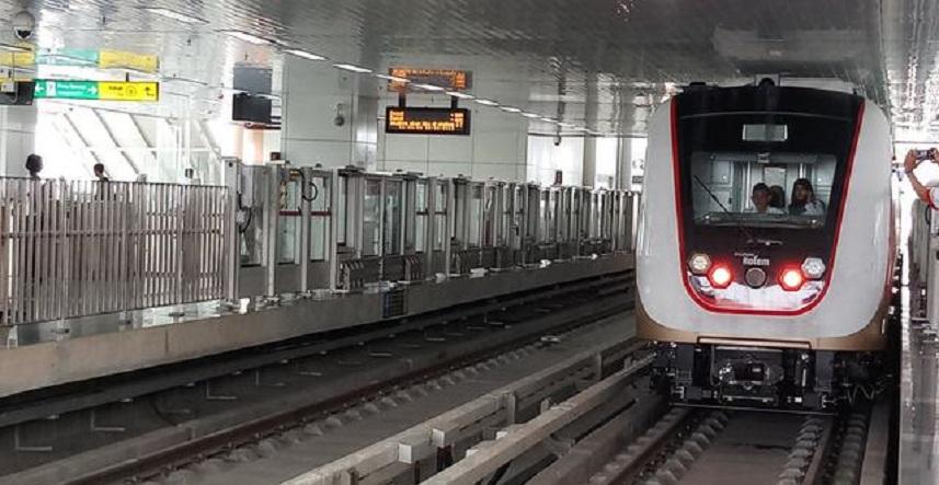 Uji Coba Naik LRT Jakarta Digratiskan