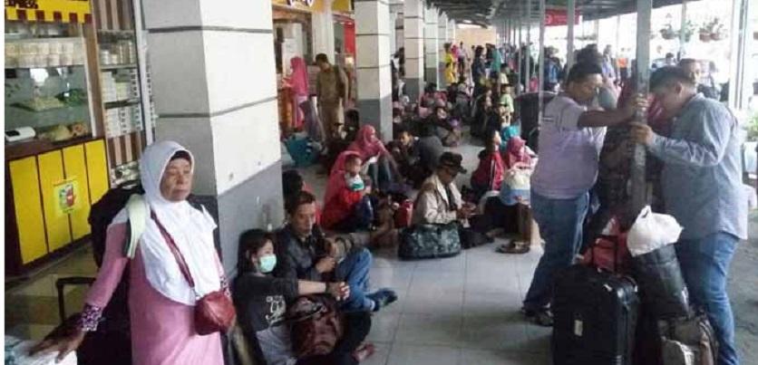 Pemudik: Ruang Tunggu Stasiun Pasar Senen Memprihatinkan