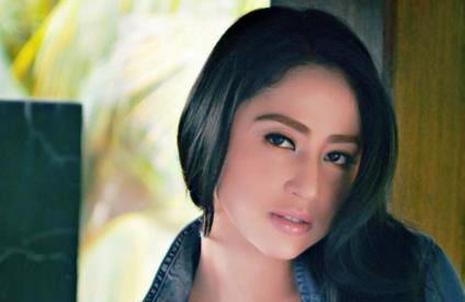 Dewi Perssik Nyaris Ditipu Anggota DPR
